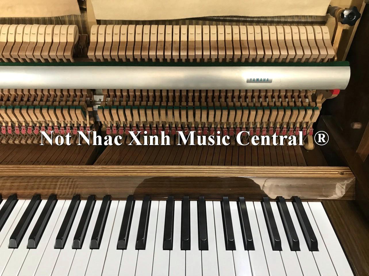 Đàn piano cơ Yamaha MC204