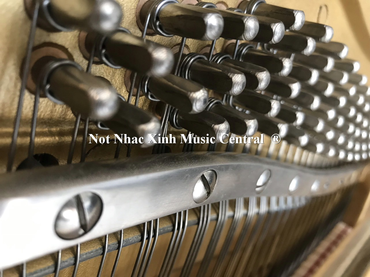 Đàn piano cơ Yamaha W101B