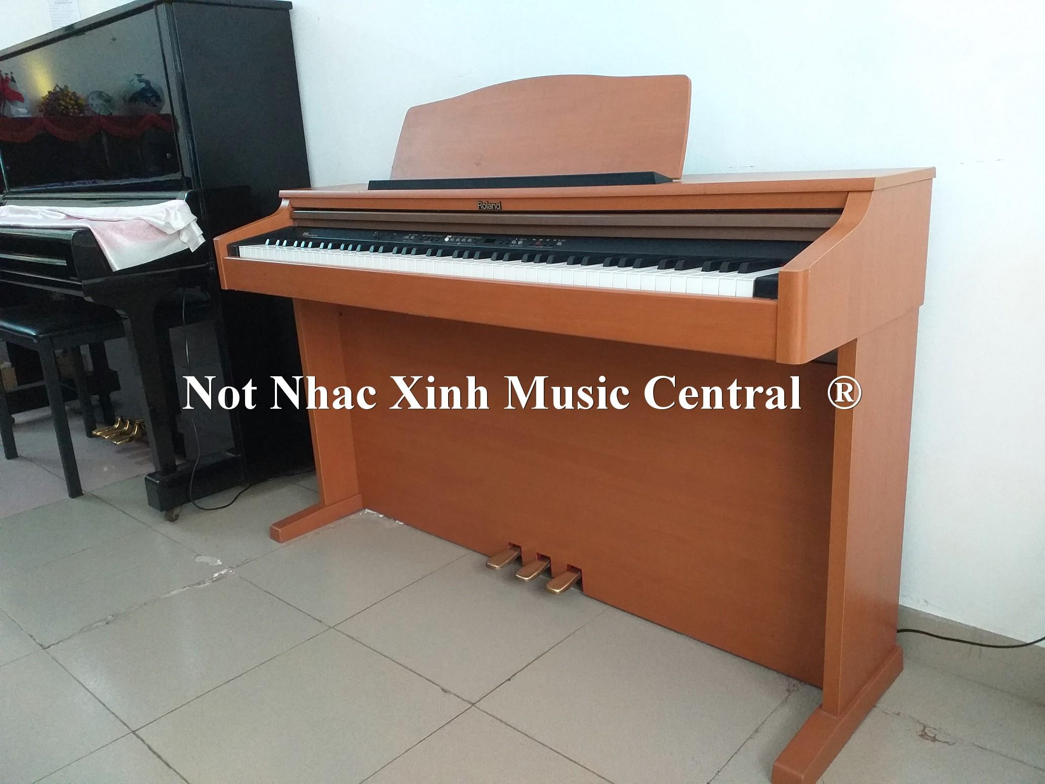 Đàn piano điện tử Roland HP-103