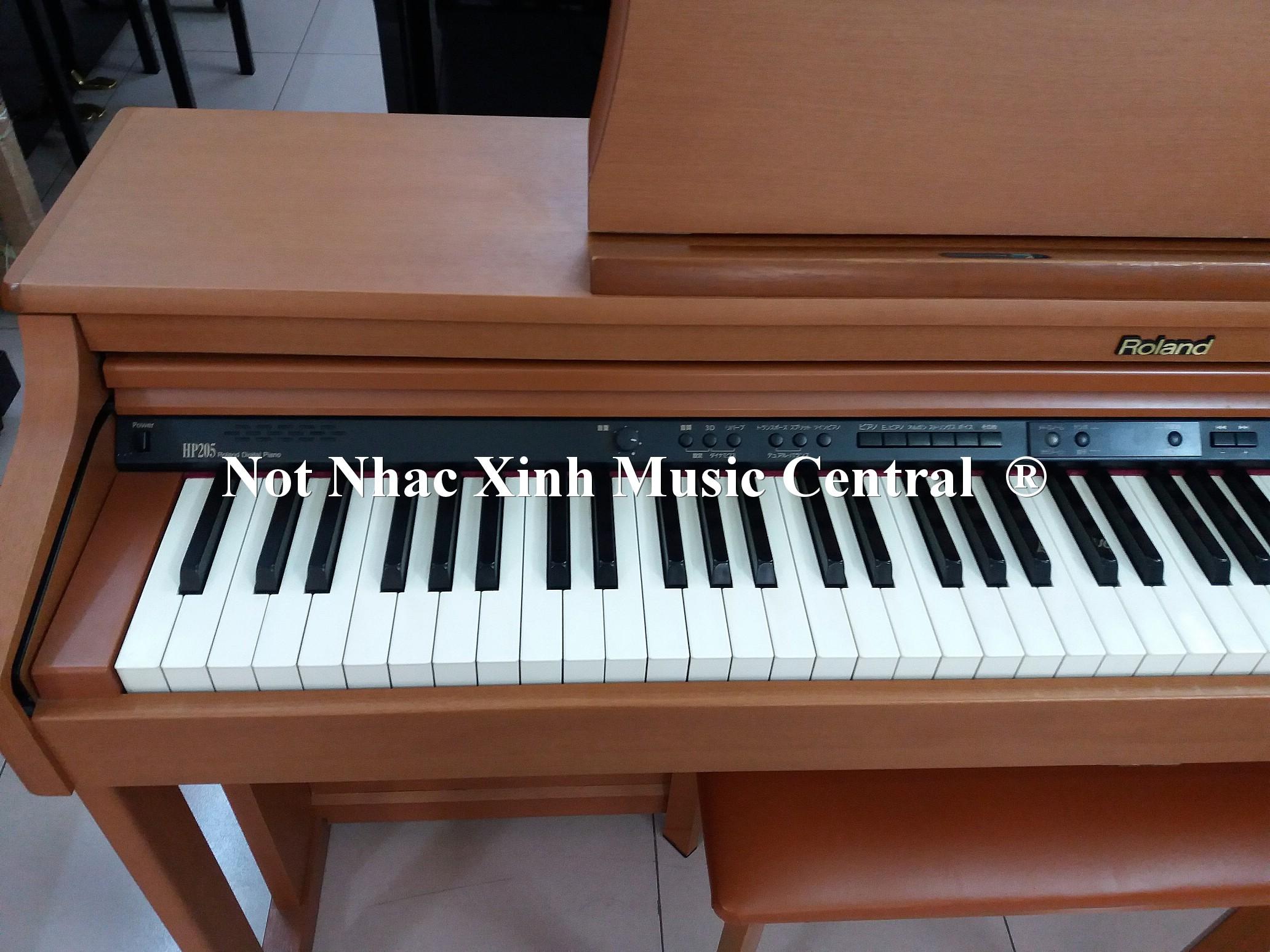 Đàn piano điện tử Roland HP-205C