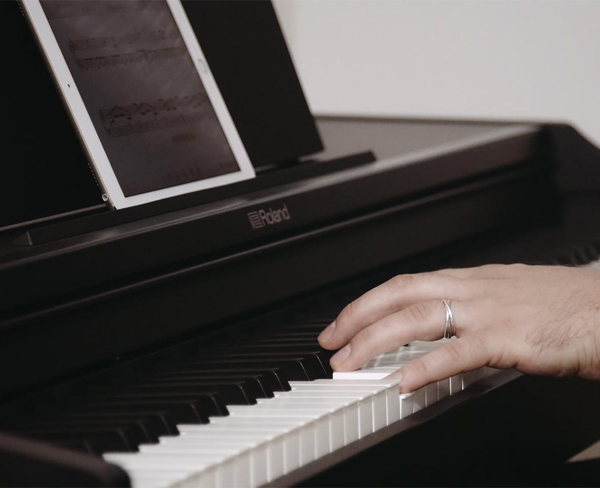 Đàn piano điện tử Roland RP-102